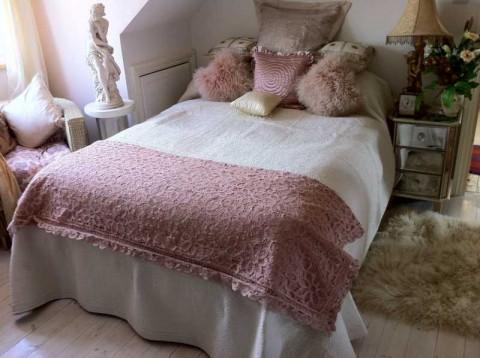 Battenburg Lace Vintage Pink Throw